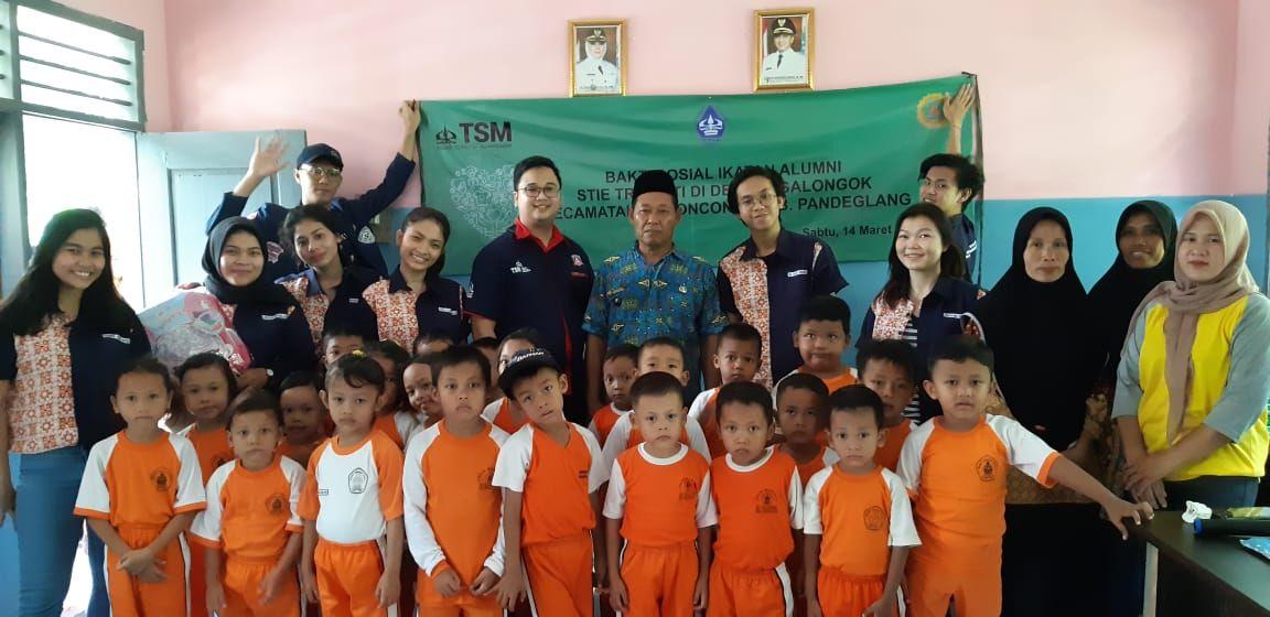 Belajar Hidup Sederhana, Mahasiswa TSM Live-In Di Desa Tengalongok